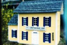 Little Free Libraries / Books make people happy. So do these little free libraries!