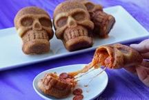 Halloween Food / Festive food for Halloween. Edible Crafts, Halloween Desserts, Halloween appetizers, Halloween recipes / by Hungry Happenings holiday recipes and party food
