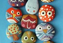 Painting stones / We love these painted rocks. Nature meets design and durability.