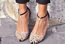 { Andares } / Zapatos, sandalias, botas, chanclas, alpargatas, deportivas, playeros,  / by ☼ Laura Junquera