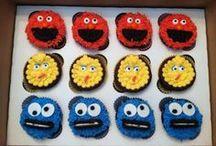Party {sesame street} / http://mydirtyaprons.blogspot.com/2013/08/sesame-street-cupcakes-and-cookies.html