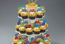 Cake Pop and Cupcake Corner / Inspiration for decorating cupcakes, cake pops, cake push pops, and other single serving desserts.