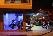 Bar en Venta --De Oportunidad-- / Bar en VENTA muy bien ubicado en Zona norte de Cali TV 42`, Programación Musical desde Computador, Tragamonedas con billetero, Barra en madera, mesas en aluminio y plástico, 2 baños, 2 juegos de sapo, Parasol, equipo de sonido. MUY BUENA UBICACIÓN  Whatsapp 317 388 0468 Tel 442 3598 Carrera 5 con 44A Esquina Barrio Las Delicias