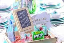 Table Settings / Create a beautiful tablescape with these decor ideas, inspiration, and DIY projects. Here you will find awesome table settings to try out, easy table centerpieces to put together and more! Come join on the fun!  #tabledecorideas #tablescapesideas #DIYideas #tabledecor #decorideas