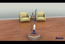 Parket: onderhoud / Het onderhoud van het parket / van de houten vloer is van groot belang. Om de vloer jarenlang mooi te houden, is regelmatig onderhoud noodzakelijk. Met Bona's onderhoudsassortiment kan het reinigen niet makkelijker. Bona biedt alle benodigde producten van hoge kwaliteit - voor gelakte, geoliede en kant-en-klaar houten vloeren. Ons onderhoudsassortimet bevat producten voor zowel de professionele gebruiker als voor de consument. Het onderhoud van parket is nog nooit zo eenvoudig geweest.