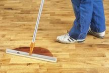 Gereedschappen / Om vloeren te kunnen leggen, afwerken en onderhouden heeft men gereedschappen / tools nodig. Bona heeft dit allemaal in huis.