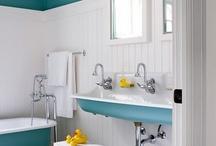 Banheiros e lavabos / by Aline Coutinho