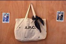 A.P.C. x BONTON / Collection capsule A.P.C. x BONTON déclinée en 6 pièces essentielles: une parka à doublure quiltée amovible, un très Petit New Standard, deux sweat-shirts raglan en coton, une jupe pressionnée et un foulard léger.
