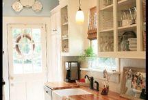 Kitchens / by Julie Jordão