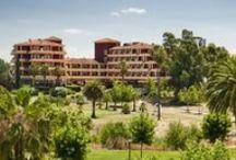 ILUNION Golf Badajoz / ILUNION Golf Badajoz se encuentra ubicado en la campiña extremeña. Ofrece increíbles vistas al campo de golf Guadiana y está a tan solo 6 kilómetros de Badajoz. Todas nuestras habitaciones cuentan con aire acondicionado, balcón privado y escritorio. Así mismo, te ofrecemos los mejores servicios: conexión WiFi gratuita, piscinas exteriores, tenis, gimnasio, internet point. por ILUNION Hotels