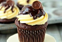Cupcakes / Everything cupcake related including lots of yummy recipes for frosting!