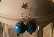 Pendientes El Baúl de la Mary / Catalogo de pendientes elaborados a mano por El Baúl de la Mary. Más aquí: http://elrincondelamari.blogspot.com.es/ o aquí: http://www.facebook.com/ElBaulDeLaMari