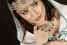 AVECL-Librairie-Artisanat berbere / Les beaux objets de l´artisanat berbere - bijoux, robes, céramiques, tapis et autres