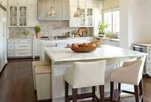 K i t c h e n s / Gorgeous kitchens  / by Taylor Bland