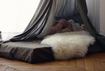 LOVEly tents and tipis / a house inside the house: I love to decorate children's places and bedrooms with tents and tipis. Those are so good to foster the imagination of the little ones.