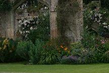 Gardening: English Country Gardens