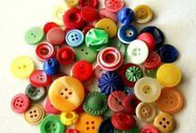 Botões / botões de plastico, de tecidos / by Roseli Demunno