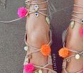 S H O E S. / Damenschuhe und Kinderschuhe. Boots, Heels und Sandaletten.