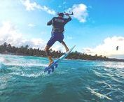 Top Strapless Kite Lessons / Learn how to surf the waves with your kite in Tulum. Go strapless!