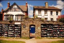 Hay−on−Wye: The Village - Library!