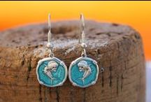Guy Harvey Earrings / The Guy Harvey Jewelry earring collection features various fish and wildlife species transposed onto 15mm sterling silver medallions attached to a variety of sterling silver findings. Special collections also available featuring Rose, Lavender and Green Quartz accents.