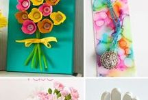 Mother's Day Activities & Crafts / Ideas for handmade activities, crafts, and gifts for the little ones to celebrate Mother's Day in your classroom!