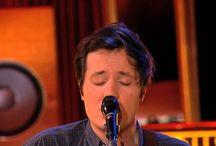 Acoustic / Découvrez Acoustic !  Un lien unique unit les artistes qui viennent se produire sur le plateau d'Acoustic, - la diversité - du Nord au sud et d'Est en Ouest.  www.tv5monde.com/acoustic