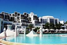 Kempinski Hotel Barbaros Bay, Bodrum / Ege'nin en muhteşem koylarından birinde yer alan Kempinski Hotel Barbaros Bay Bodrum, kristal berraklığında suyu, kum plajı ve denizi kucaklayan göz kamaştırıcı sonsuzluk havuzu ve jakuzisi ile sınırsız bir keyif için sizleri bekliyor!