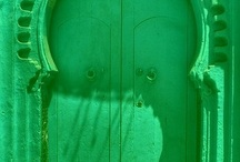 Les portes / Quintessential shapes and designs of doors in the Arab world