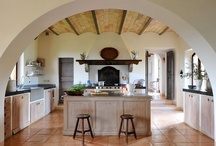 The Italian Kitchen / Italian cooking is unique, full of different tools, techniques and ways. Feast your eyes on these Italian kitchens and learn the ways of your Italian friends!