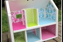 DIY dollhouses / Eco-friendly dollhouses parents can make for kids.