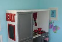 DIY play kitchens / DIY, eco-friendly play kitchens parents can make for their kids.