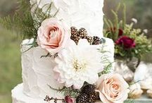 Wedding Cakes + Desserts / Oh how sweet love is! And the dessert that goes with it! The options for wedding cakes and desserts are infinite these days. Check out our inspo for your sweet wedding day!