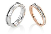 CHIMENTO Aeternitas / As the Latin word evokes it, Aeternitas is the collection which interprets the traditional Chimento eternity band. A soft and feminine shape surrounds and protects the diamonds, and acquires a definite personality through the use of distinctive details of the brand. Shiny gold bands are combined with bright lines of precious stones: regular, single or double, and progressive, to create a defined effect, essential and unique at the same time.