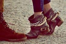 Footwear / by Natanna