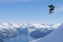 Ski Fjord Norway / Skiing with a fjord view! Their location in the fjord landscape makes the ski resorts in Fjord Norway unique. Here both families and freeskiers can enjoy skiing experiences that are really out of the ordinary!