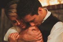 Romantic Bride & Groom Photos / Cute ideas and poses for wedding portraits with a bride and groom!