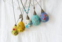 Bijoux - Collane e pendenti - textile, felted, metal, wire, etc. / Collane, pendenti e altro - ( tessile, feltro, metallo, carta, ecc.) - Ispirazioni e spiegazioni