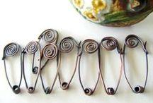 Bijoux - Spille (di ogni materiale) / Spille realizzate con vari tipi di materiali.