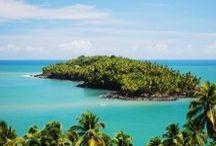 Französisch Guyana / Mitten auf südamerikanischem Boden befindet sich ein französisches Überseegebiet. Das hat einen entscheidenden Vorteil: Es kann mit Euro gezahlt werden. Der größte Teil des Landes, das an Suriname, Brasilien und den Atlantik grenzt, ist mit Regenwald bewachsen. Zu den restlichen 10% gehören das Sumpfgebiet von Kaw, Flüsse und kleinere Mittelgebirge. Die höchste Erhebung, Bellevue de l'Inini, misst gerade einmal 851m.