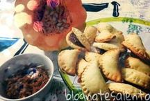 """#VieniaMangiareInPuglia: le ricette di BlognoteSalento / Amici di #VieniaMangiareInPuglia, siete curiosi di sapere cosa prepariamo oggi? Nella cucina di Blognotes Salento scopriremo tutti i segreti su come preparare """"Lu Fucazzieddu""""... se non sapete di cosa si tratta, eccovi tutte le fasi della preparazione ;)"""