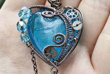 Cuori! Cuori! ♥♥ / Non mi stanco mai di scoprire in quanti modi è stato rappresentato il cuore :) / by Mobili a Colori