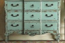 Recycled Desks, Dressers / by Roxanne Peterson