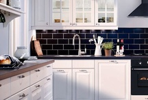 Black and White Kitchens / Pictures of black and white kitchens.