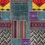 Colectia de tapet vinil Samarcanda Emiliana Parati / Modele florale, tipare geometrice si motive africane. Colectia de tapet vinil greu Samarcanda, de la designerita exclusivista Emiliana Parati aduce un plus de stil oricarei incaperi. Este o colectie mai speciala, dimensiunea rolei fiind de 10 m.p. Portofoliul bogat dispune si de modele in stil african, cu o dimensiune standard de 3x2 m. Acestea sunt elementele de design ce atrag toate privirile.