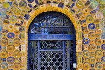loving doors / by Roxanna Olabarrieta