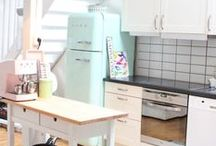 Retro kitchens / Retro kitchens are bright, colourful and good for the soul! Have fun with your kitchen with these gorgeous 50's inspired ideas!