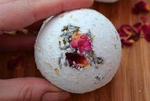 Home-made bath bombs / Stuck for gift ideas? Why not make your own decorative bath bombs!