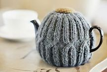 DIY tea and coffee cozies / Keep your favourite drinks warm and toasty with these cute cozies, which are easy to make and great for gifts!