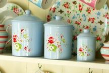 Enamel kitchenware / Enamel kitchenware is a great way of adding some colour and character to your kitchen.